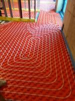 Casă rezidențială, încălzire prin podea caldă